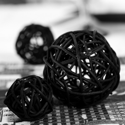 boules en rotin noir x10. Black Bedroom Furniture Sets. Home Design Ideas