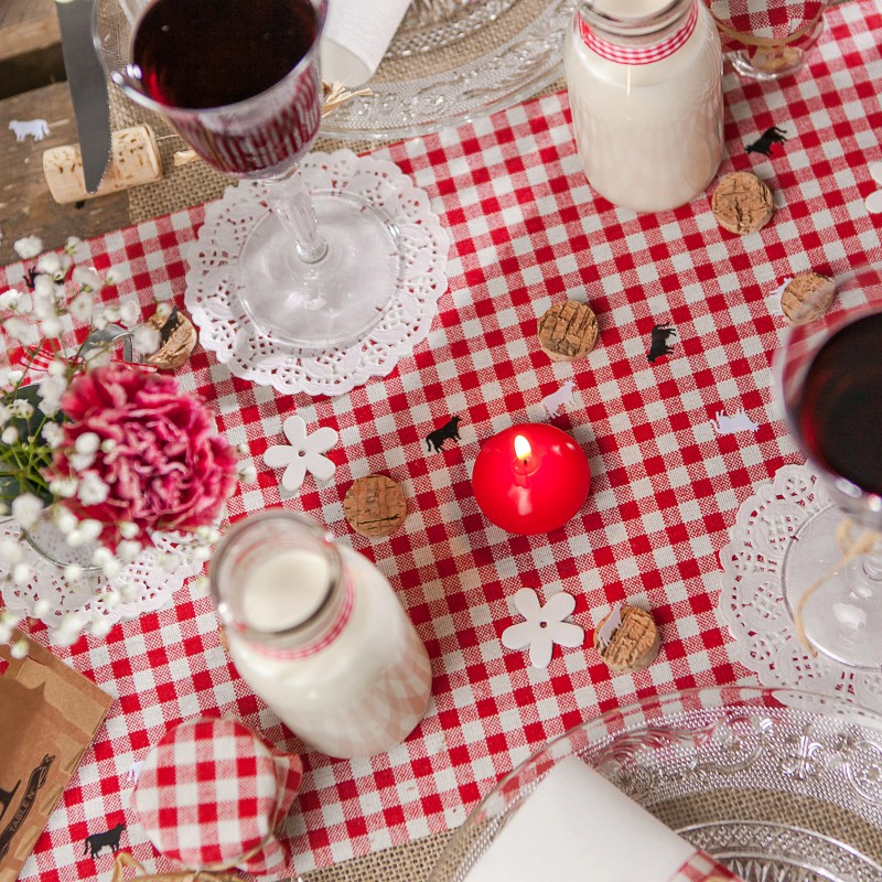 Chemin de table vichy en tissu blanc rouge - Faire un chemin de table ...