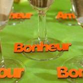 Mots « BONHEUR » sur sticker orange