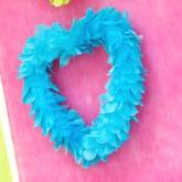 Grand coeur en plumes à suspendre turquoise