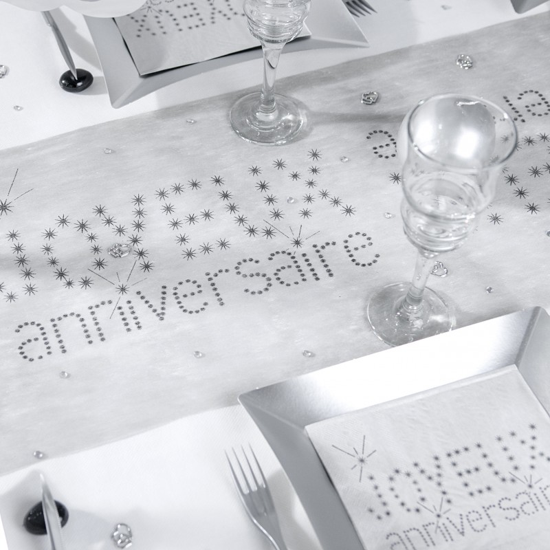 chemin de table joyeux anniversaire gris. Black Bedroom Furniture Sets. Home Design Ideas