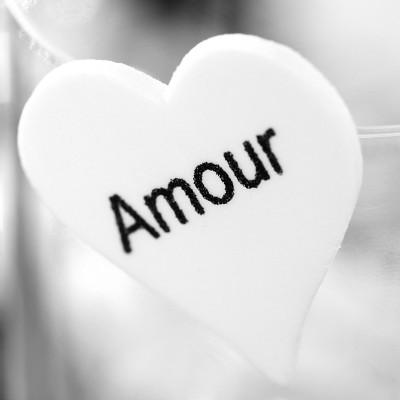 Cœurs en gomme « amour » blanc / noir (x6)