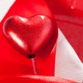 Piquets cœurs irisés rouge (x2)