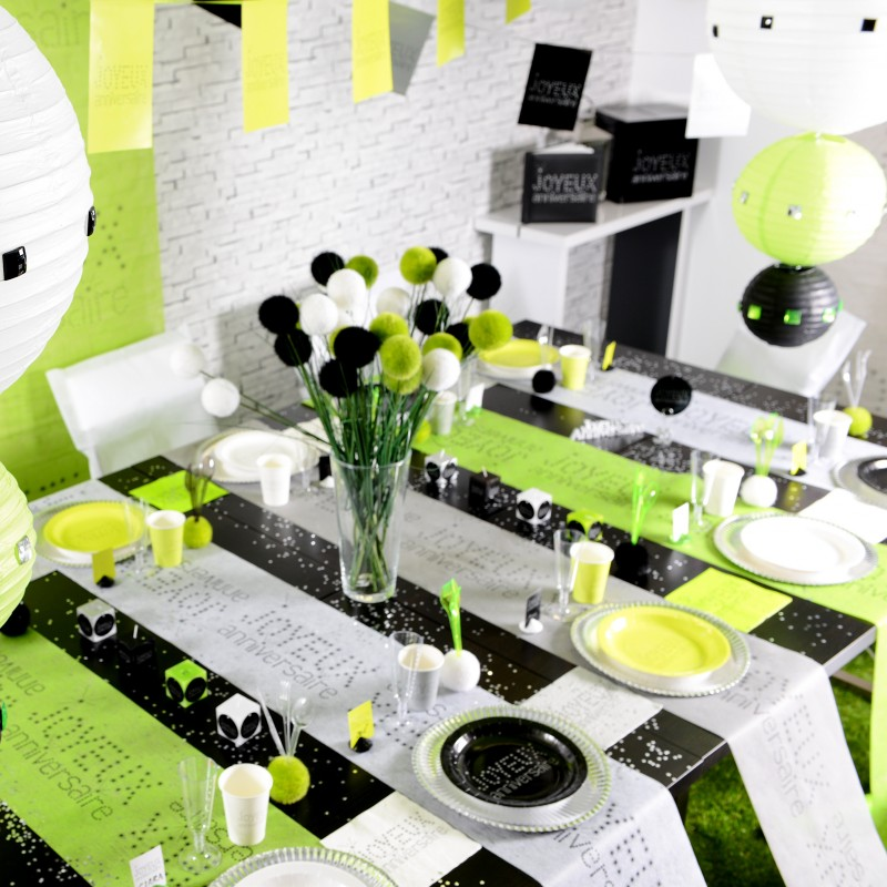 chemin de table joyeux anniversaire blanc noir. Black Bedroom Furniture Sets. Home Design Ideas