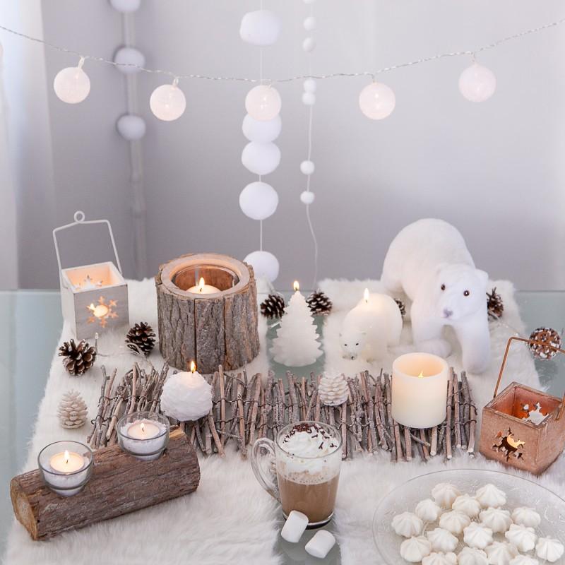 guirlande de boules blanches en fil lumineuses. Black Bedroom Furniture Sets. Home Design Ideas