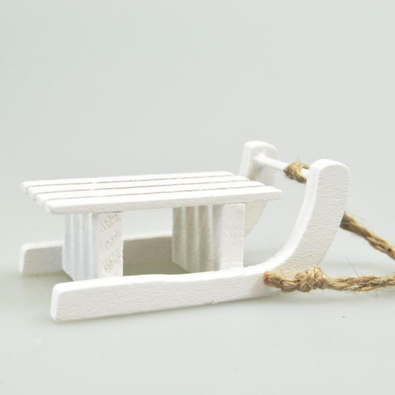 Luge En Bois Deco : Luge en bois blanc ? suspendre – MaPlusBelleDeco.com