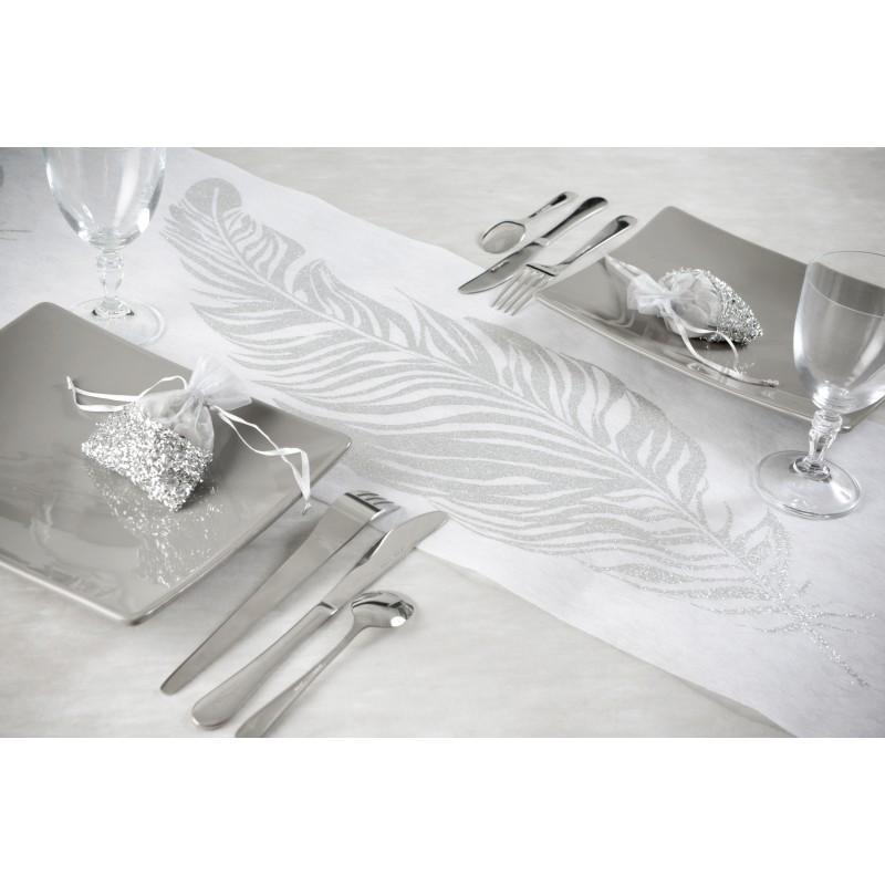 Chemin de table plumes paillet es blanc argent for Chemin de table argent