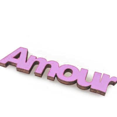Mots « AMOUR » sur sticker parme