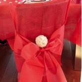 Housses de chaise + noeud en non tissé rouge